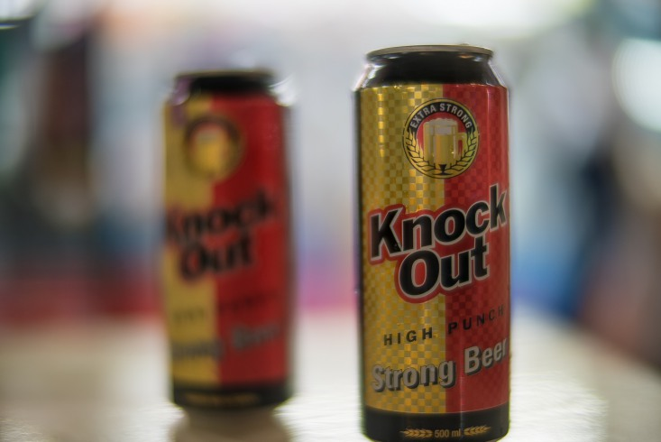 ...for three SGD we become the proud owners of an alcoholic beverage with an intriguing name 'Knock Out'.