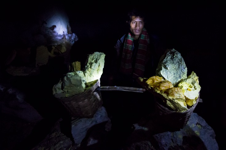 Dani – today our guide – will get the same amount of money for leading the trip. Another 200 000 he will get as a tip. Tomorrow, he will return to the back-breaking work in the mine.