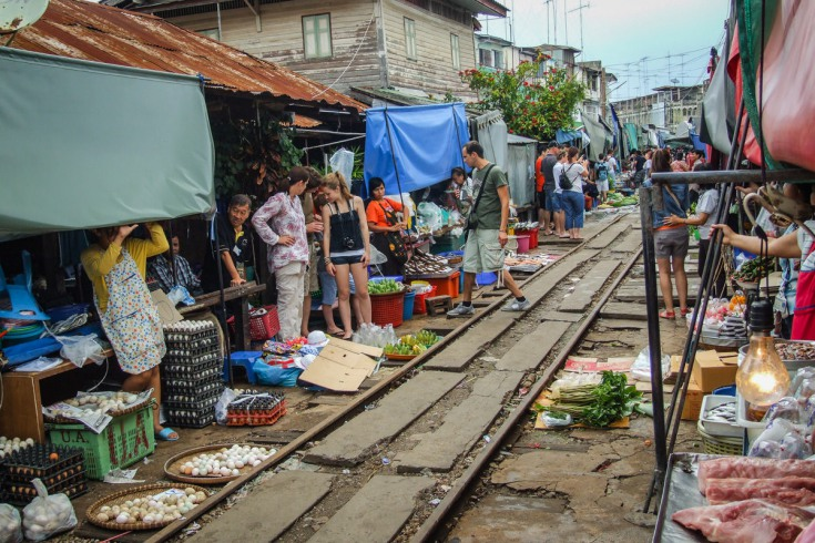 At the same time, trays with fruits and veggies pulled out from the alley reveal a secret of the market – rail tracks running through its heart.