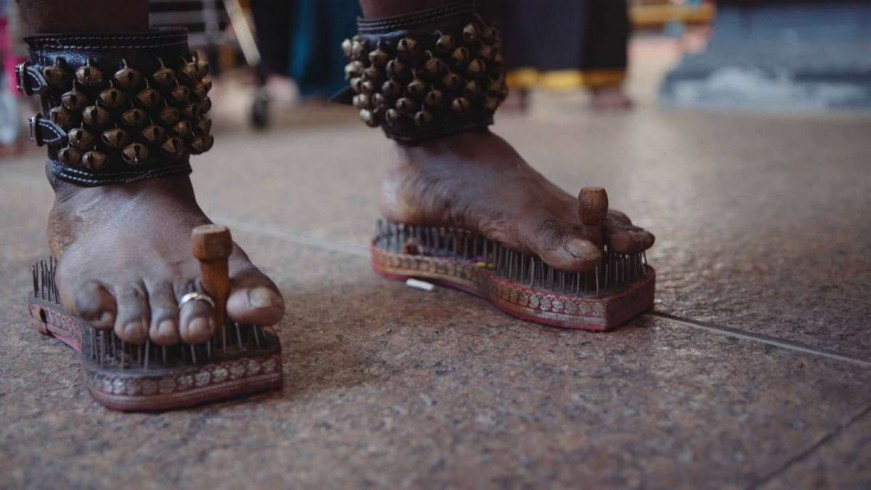 Slippers in which Idumban walked gradually filled with stones, and they start to hurt him, became uncomfortable.