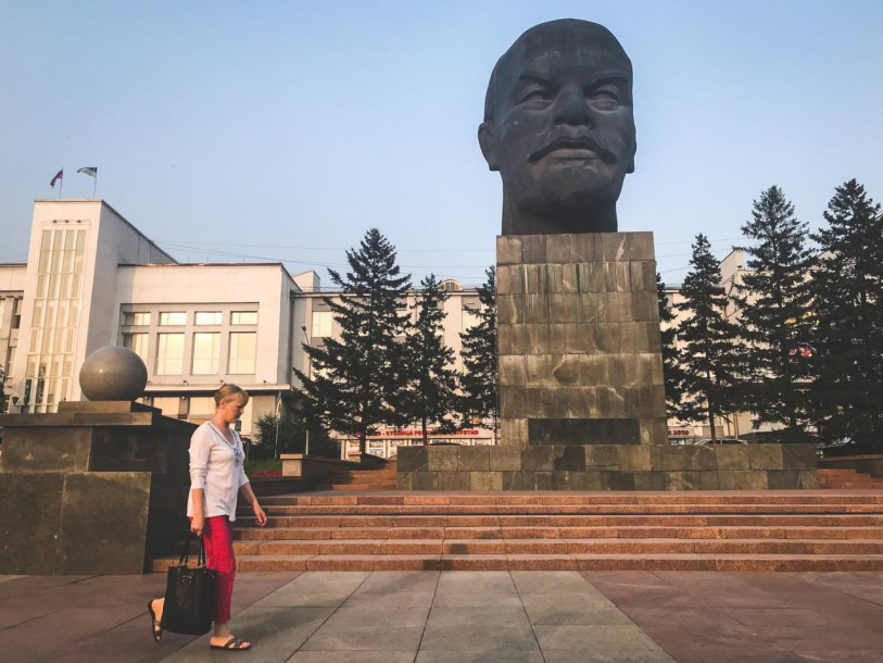 The city centre focuses on the figure of Lenin. In this case - around his almost eight-meter tall, weighing 42 tons head - the largest in the world.